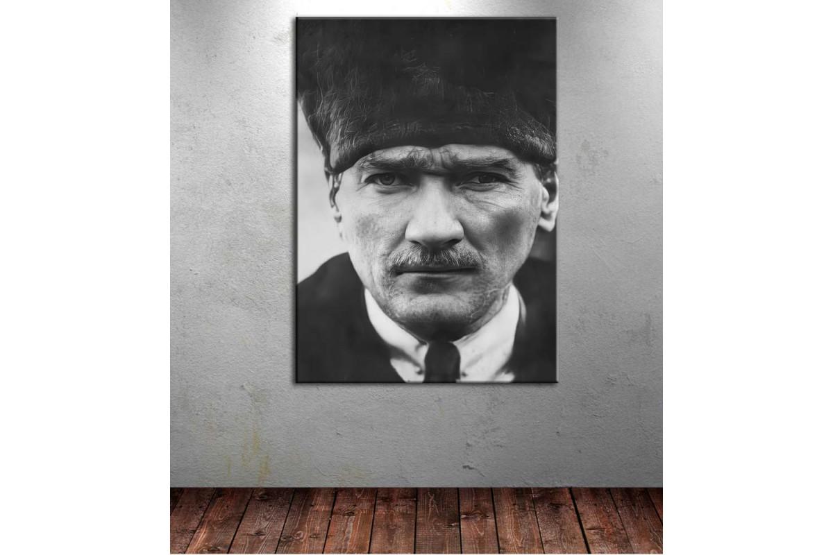 Atatürk Kalpaklı Siyah Beyaz Kanvas Tablo dkmr235
